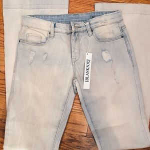 BLANK NYC DISTRESSED FLARE JEANS🌸